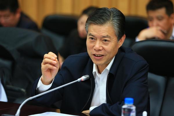 从外贸企业总经理到部长 62岁钟山掌舵商务部